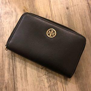 Tory Burch Robinson Zip Around Medium Sized Wallet